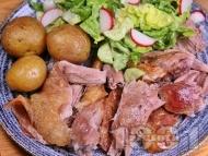 Крехко печено агнешко бутче с марината и гарнитура от картофи и зелена салата за Великден и Гергьовден